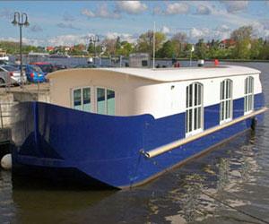 Дом-судно на воде в Париже